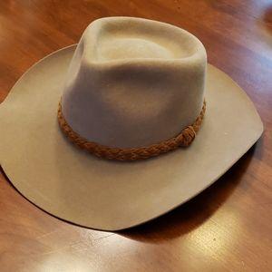 Akubra Snowy River Australian Cattlemen Hat Tan